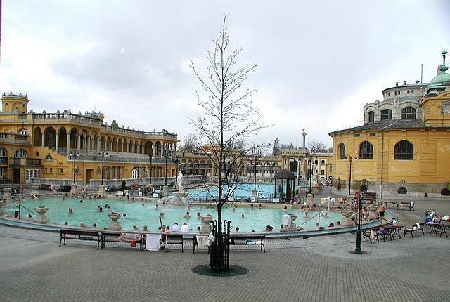 Hungary_Budapest_thermal_baths.jpg 640×430 pixels