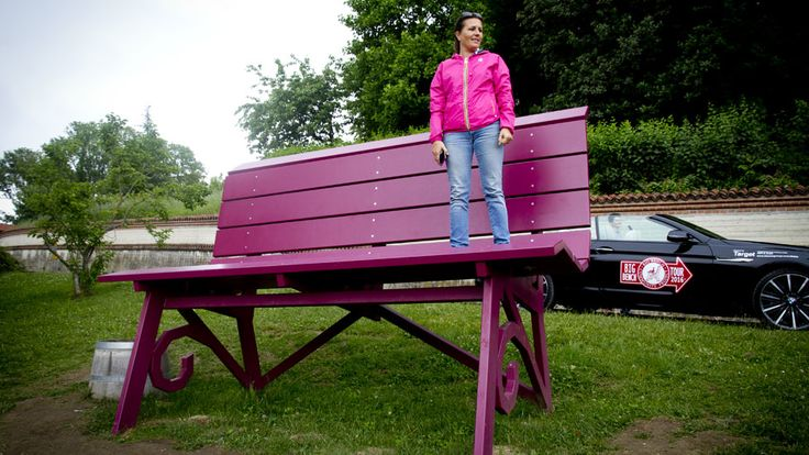 A former BMW design chief quit his job and moved to an Italian village, where his focus shifted from cars to benches...…