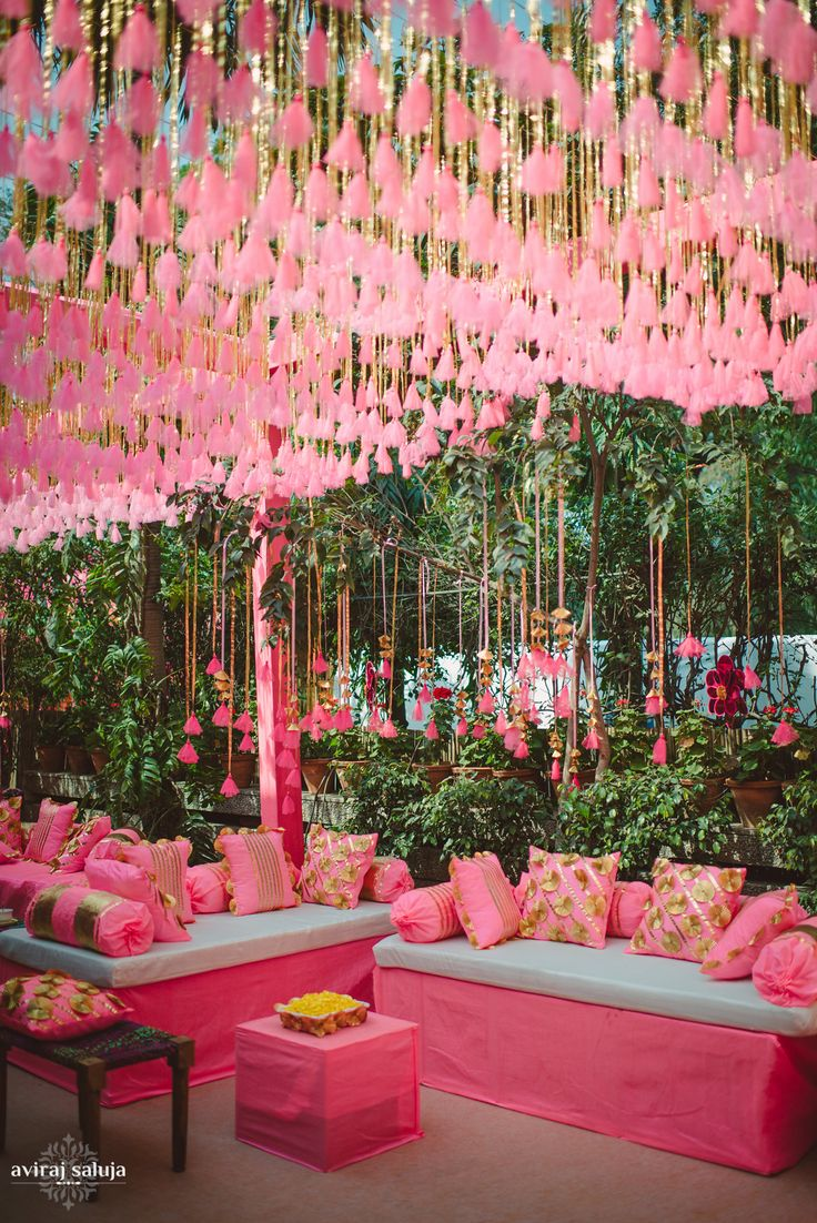 A beautiful mehendi setup. We love the pink and gold combination ❤