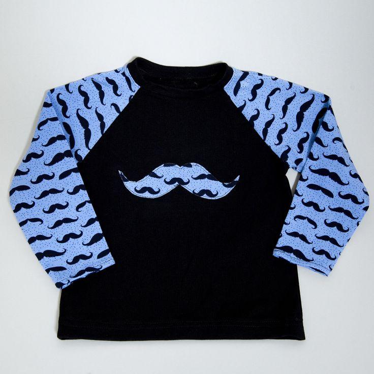Jongens shirt met snor! leverbaar in mt 92 104 128 prijs 19,95 Zwart met lichtblauwe mouwen