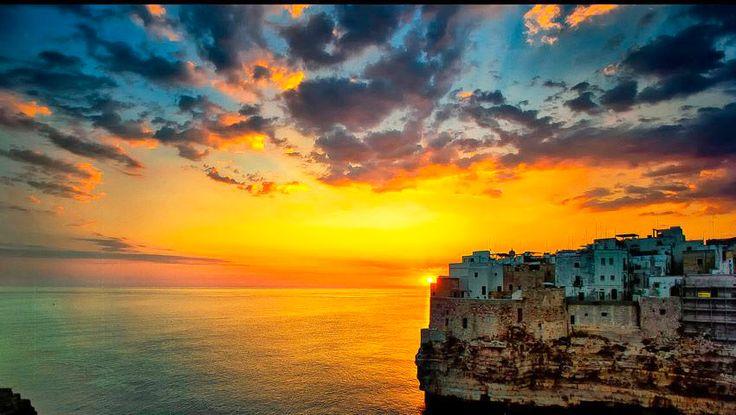 | Alba su #Polignano a Mare | #Puglia |  www.volamondo.it