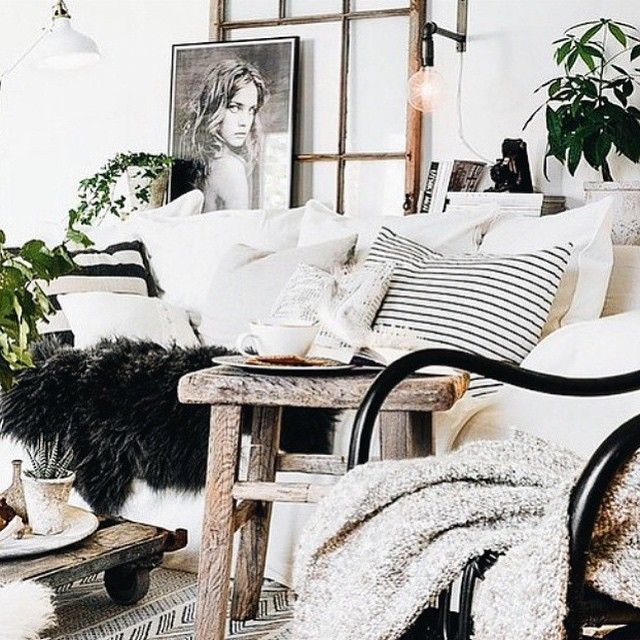 Feeling Friday #longweek #friday #relax #cozy #interior #inspiration #coffee #books #blankies #perfection