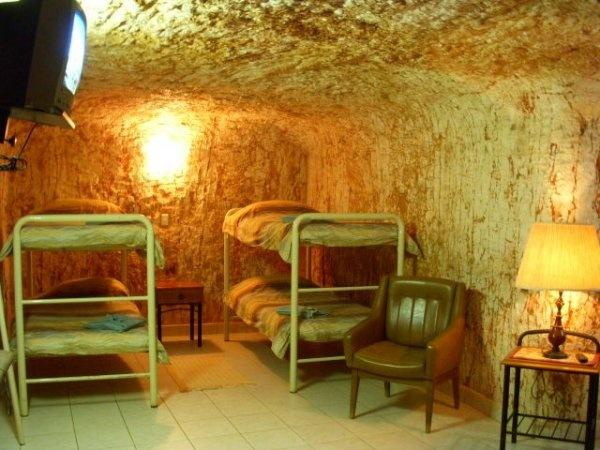 Il Radeka Downunder è un ostello situato nella zona desertica di Coober Pedy, Australia. Le stanze si trovano a 6,5 metri sottoterra, in un ex miniera...sconsigliato ai claustrofobici!