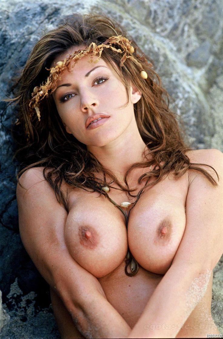 nude sexy hostel girl