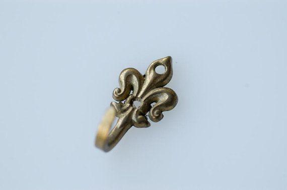 Wall Hook Small Decorative Fleur De Lys Gold Tone French Antique