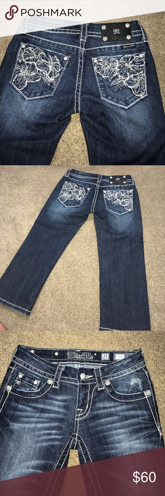 NWOT Miss Me capris Beautiful stitching & jewels! Size 25. Miss me brand Miss Me Jeans