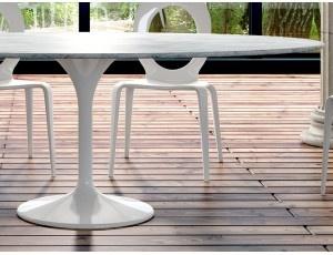 Grease Oval tavolo ovale in marmo Tulip - Tavolo fisso ovale con basamento in fibra di vetro laccato bianco e piana in marmo carrara.  Dimensioni: L 200 P 120 H 75 cm  Prodotto da azienda Italiana  realizzato all'estero.