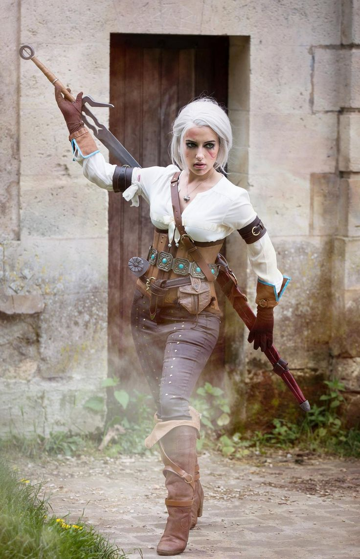 Character: Cirilla Fiona Elen Riannon (aka Ciri) / From: Andrzej Sapkowski's 'The Witcher' Short Stories and Novels & CD Projekt RED's 'The Witcher' Video Game Series / Cosplayer: Ophélie Jones (aka Lily on the moon-Ophélie Jones Cosplay) / Photo: Thibault Demorat (2016)