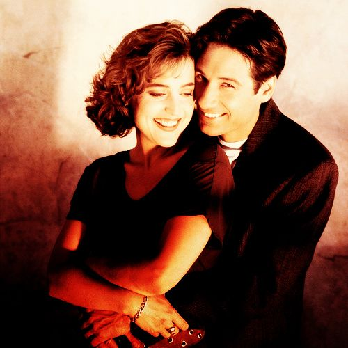 Mulder and Scully - The X Files  I simply love the relationship they have <3