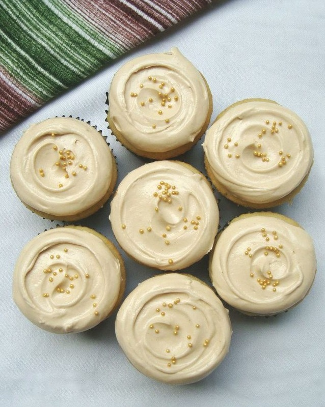 Peanut Butter Mini Cupcakes - The Bake Bits