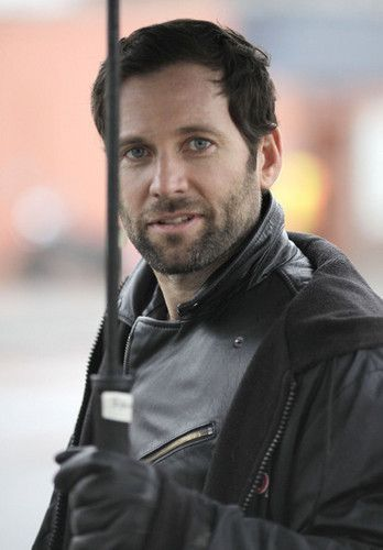 Eion on the set of Once Upon a Time - eion-bailey foto