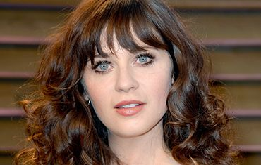 It was all about 70's glam at the Oscars Vanity Fair party for Zooey Deschanel, thanks to @Pantene and @Elizabeth Arden