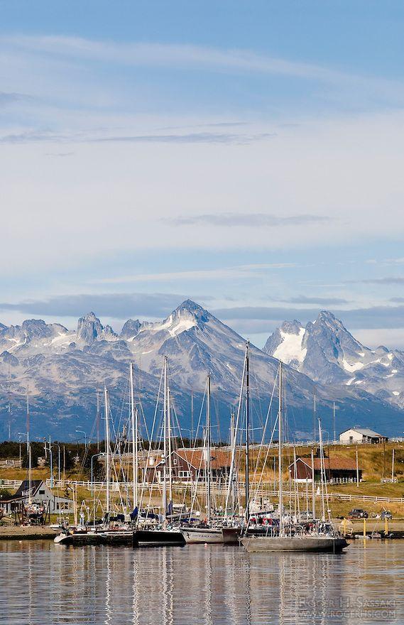 Ushuaia , Tierra del Fuego . Vista del puerto .Primero te recomendamos visitar Rio Grande , la segunda ciudad de Tierra del Fuego , y luego Ushuaia , quedaras fascinado con los paisajes y la calidez de su gente . . .