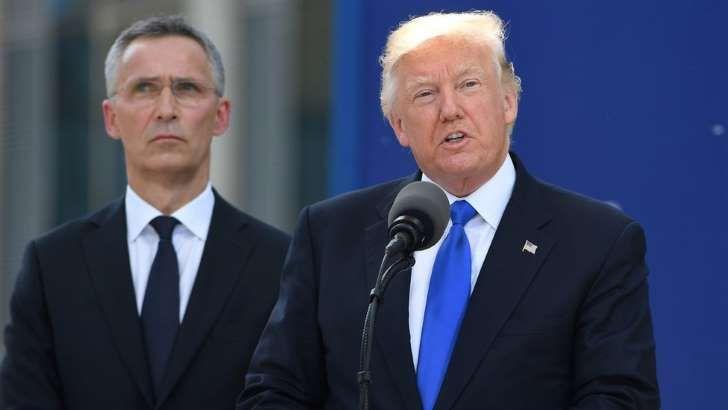 Jens Stoltenberg y Donald Trump: Donald Trump ofrece sus discuros junto al secretario general de la OTAN, Jens Stoltenberg