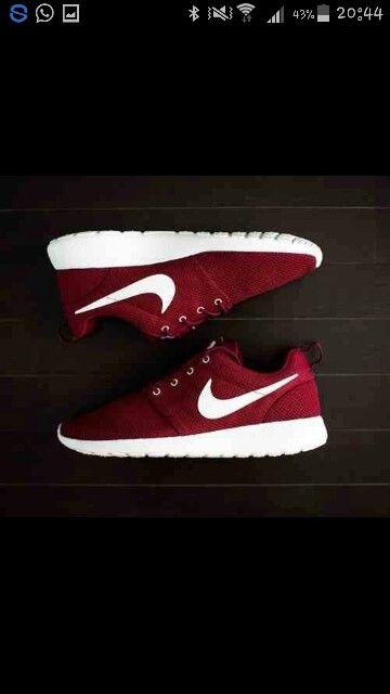 Queste scarpe vanno molto di moda per ragazzi si usano per correre ...per fare ginnastica ...un po per tutto