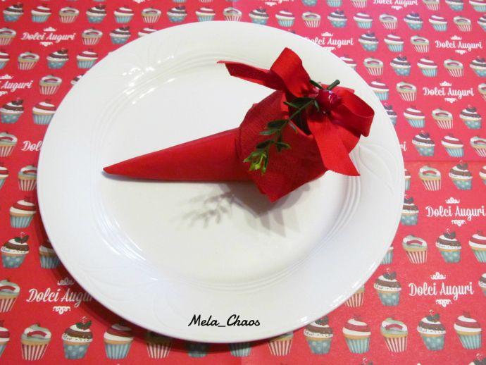 TOVAGLIOLO a SCARPA di ELFO - ELF SHOE NAPKIN FOLDING - tutorial passo passo per decorare la vostra tavola con tovaglioli a forma di scarpa di elfo! - step by step tutorial on how to fold napkins to get elf shoes! #natale #christmas #elfo #elf #scarpa #shoe #tutorial #tovagliolo #napkin #decorazione #decoration #VeroVero88