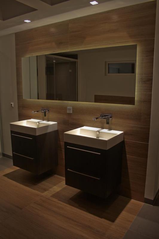 Prachtig en stijlvol badkamer met houtlook tegels badkamer bathroom pinterest modern - Badkamer exotisch hout ...