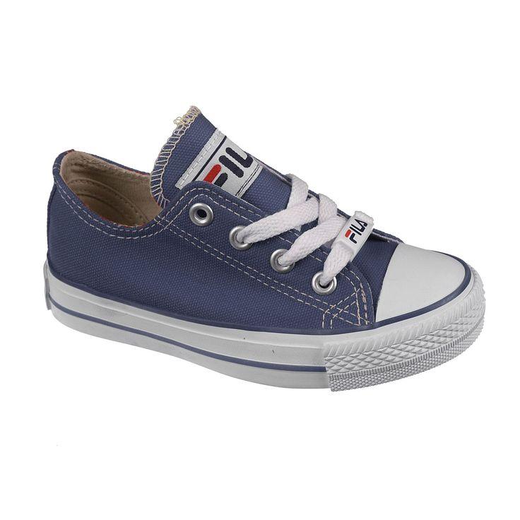 FILA RIDGEWOOD TDL LOW Perrysport - Deze Fila Ridgewood TDL Low zijn lage sneakers voor kinderen. De neus van de schoen heeft een witte voorkant wat het geheel een sportief uiterlijk geeft. De schoen is gemaakt van textiel. De herkenbare witte zool van deze schoen zorgt voor een trendy uiterlijk. Een prima schoen voor sportieve kinderen die er graag trendy bij lopen.