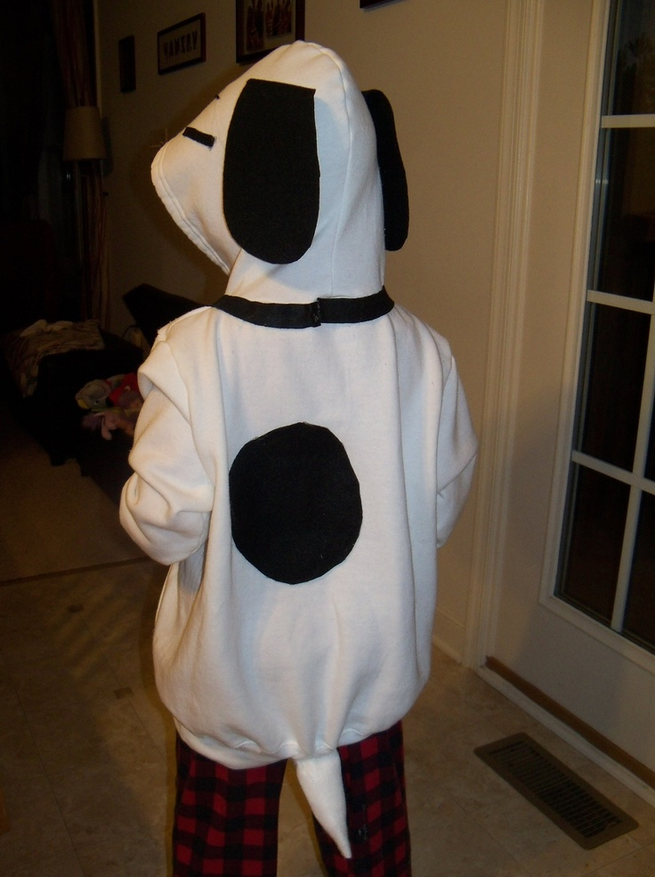 Easy Snoopy Halloween costume using a white hoodie, felt, and a glue gun.  My boy loved it!
