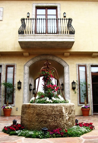 Front Courtyard Pictures From Hgtv Dream Home 2016: Best 31 Enclosed Courtyards Ideas On Pinterest