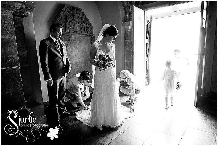 #wedding #hochzeit #braut #hochzeitfotograf #aachen #kerkrade #limburg #trouwen #kerk #abdij #rolduc #trouwfotograaf #zwartwitfotografie #bruidskinderen #bruidssluier #hochzeitskleid #kantentrouwjurk #kerkhuweljk #trouwmis #bruidsfoto's
