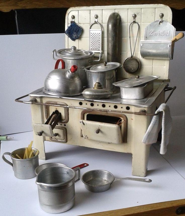 Metall-Blech-Herd ca 1940/50 mit viel Zubehör-Küche-Puppenstube-Puppenhaus-  | < 139° oD https://de.pinterest.com/andreasbartylla/toys/