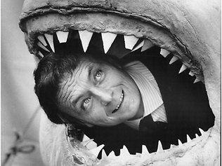 """Muere el oceanógrafo que grabó las imágenes del tiburón blanco de la película """"Tiburón""""    blogs.theranking.com"""