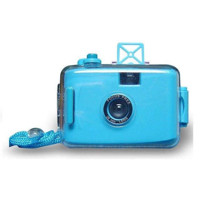 LOMO Waterproof Card Type 35mm Film Camera - Blue Model  OOCS01BL Condition  New  Weight : 0.50 kg  Kamera Lomo termurah hanya di Gudang Gadget Murah. LOMO Waterproof Camera dapat digunakan untuk berfoto didalam air dengan ukuran film 35mm. Dapat digunakan hingga kedalaman 3-4 m. LOMO Waterproof Camera ini dibuat dari bahan plastik yang berkualitas dan hadir dalam berbagai macam warna yang menarik - Blue