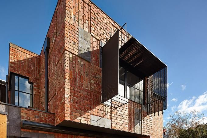 Vista exterior de la parte trasera de la casa. Casa Cubo por PHOOEY Architects. Fotografia © Peter Bennetts. Señala encima de la imagen para hacerla más grande.