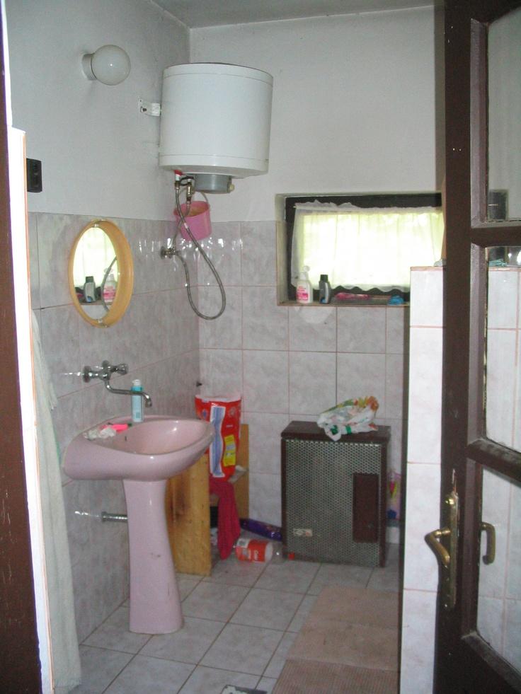 ez a fürdőszoba, teljes felújitásra vár