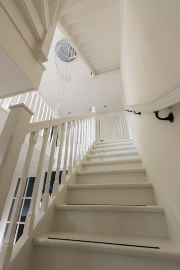 52 beste afbeeldingen over trap op pinterest houten trappen geschilderde leuning en lampen - Geschilderde houten trap ...