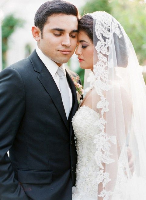 5 Ways And 40 Examples To Wear A Fabulous Mantilla Veil   HappyWedd.com