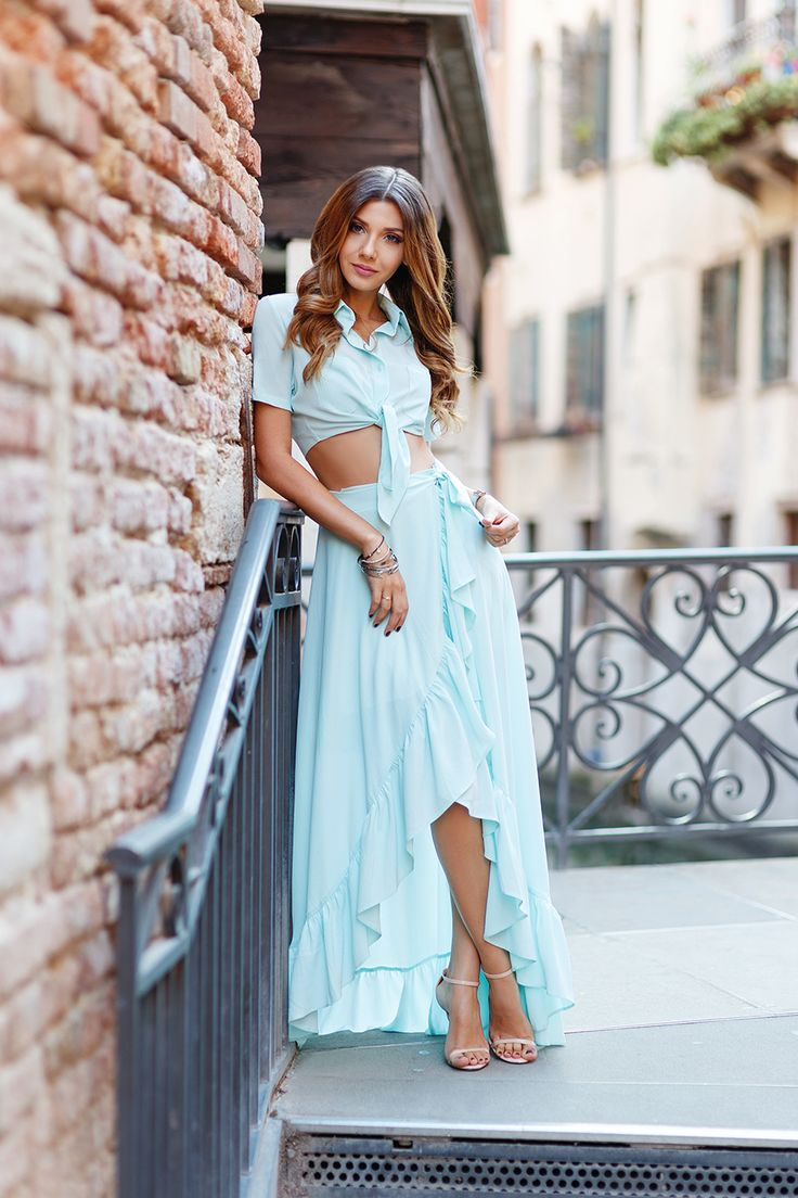 Ruffled mint skirt worn in Venice with a view to Grand Canal today my blog: http://themysteriousgirl.ro/2016/08/ruffled-diva/