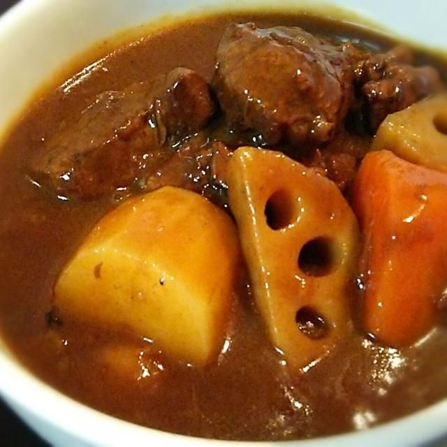圧力鍋が無いので2日間かけて煮込んでお肉ほろほろ(^o^) - 7件のもぐもぐ - 牛スネ肉のビーフシチュー by ayunyanko