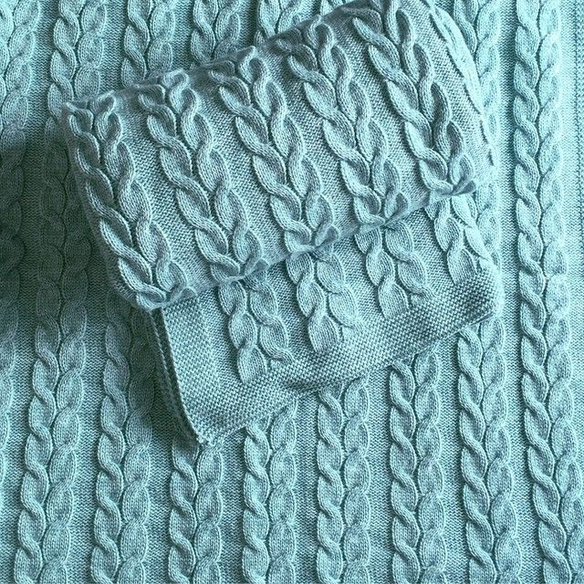 Madame Defarge Knits : stunning cables