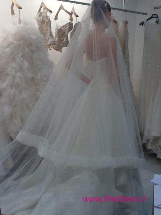 http://www.thedress.it/4736/peter-langner-spiega-le-ragioni-e-sentimenti-della-sposa-2013/