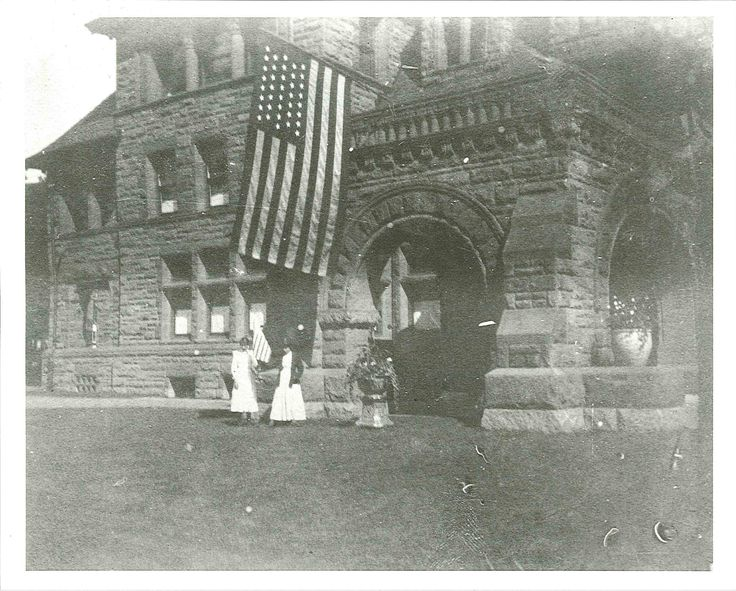 Hill daughters in front of the James J. Hill House,  St. Paul, Minnesota c. 1895. Minnesota Historical Society.