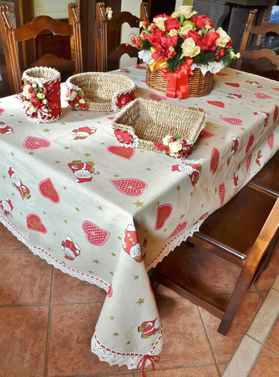 CHRISTMAS HEART TABLE CLOTH - Model 02 - PatriziaB.com  Adorable and romantic Yultide table cloth made in an ecru coloured cotton fabric with red and gold patterns