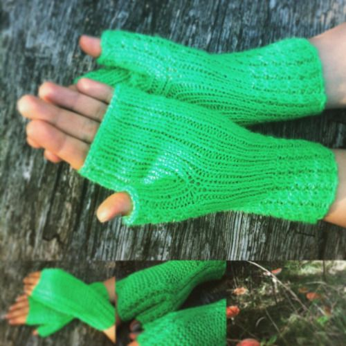 Don't be mislead by sunny Autumn, the Hola Lotta fingerless gloves will be needed anyway! #fingerlessgloves #gloves