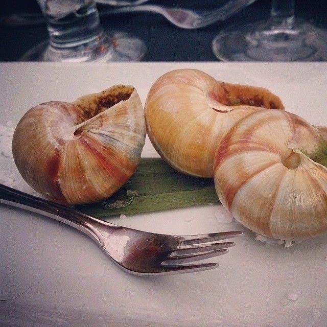 Escargots à l'ail. On est Français ou on ne l'est pas. #aml #undimancheaparis