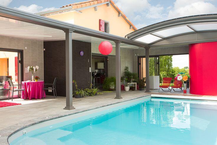 Abri piscine dôme UP avec espace de vie et de bien-être