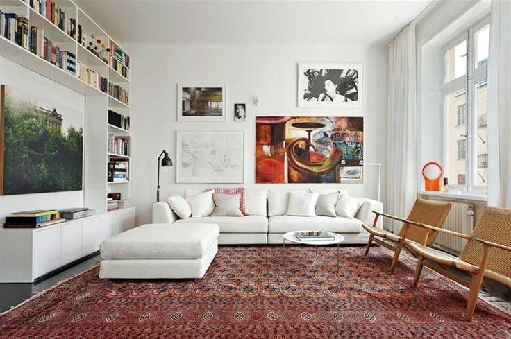 studio karin. Vintage modern mix living room, art, tavelvägg, white sofa, vintage carpet,