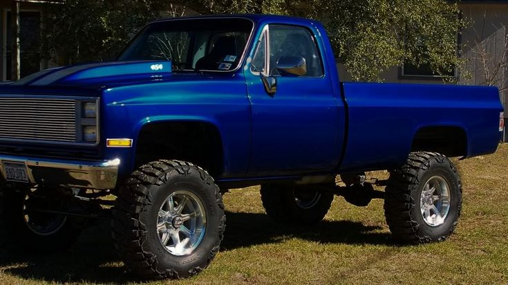 Another 85 Chevy truck lifted non-torsion bar drop lift kit #mudder #mudding #vintage #old-school Chevrolet pickup