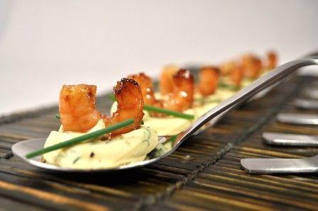 Cuillères de crevettes caramélisées sur une crème d'oeufs au curry - Blog de cuisine créative, recettes / popotte de Manue