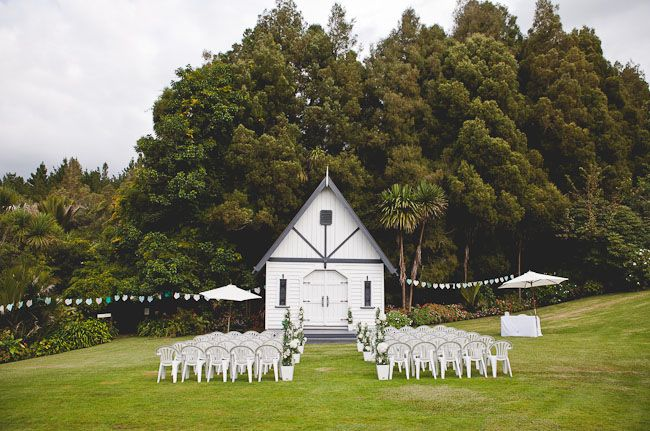 if this isn't just the sweetest venue for an outdoor wedding I don't know what is!