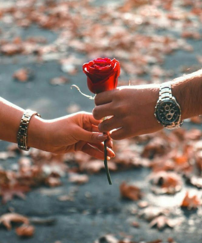 8600 Koleksi Romantic Couple Hand Wallpaper Gratis Terbaru