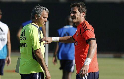 Cú điện thoại khiến Mourinho từ mặt Casillas - http://www.iviteen.com/cu-dien-thoai-khien-mourinho-tu-mat-casillas/  Jose Mourinho và Iker Casillas có cơ hội gặp lại nhau khi Chelsea đối đầu Porto ở Champions League.   #iviteen #newgenearation #ivietteen #toivietteen  Kênh Blog - Mạng xã hội giải trí hàng đầu cho giới trẻ Việt.  www.iviteen.com