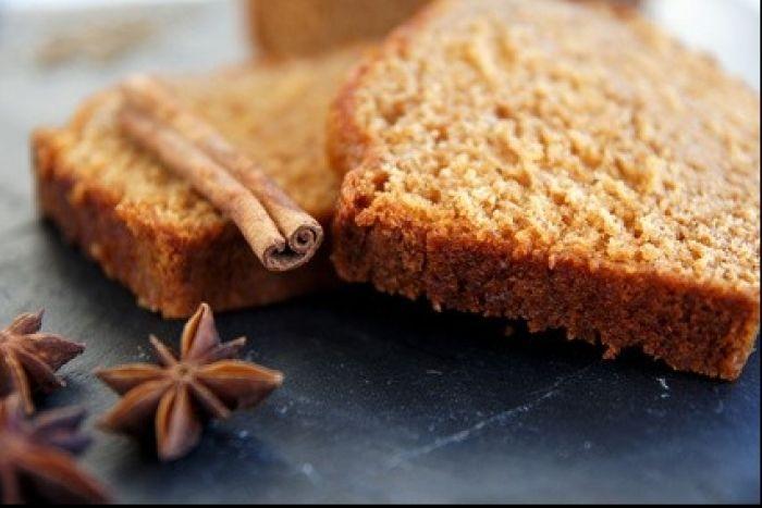 Un pain moelleux aux épices à pain d'épice pour accompagner idéalement un vin chaud à la cannelle.