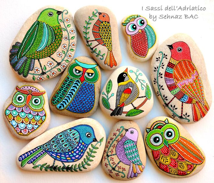 Here all together new #birds and some #owls i am making in these days Have a great evening!  #paintedstones #isassidelladriatico