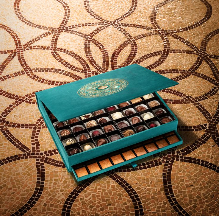 Hand pick your favourite chocolates to fill Godiva's unique Ramadan gift box, available exclusively in @Harrods. The limited edition box is made with smooth turquoise velvet and has exquisite gold detailing embroidered on the lid.